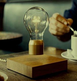 Desk lamp that levitates in air